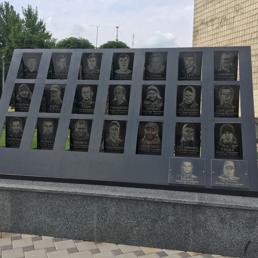 Меморіальна дошка героям АТО