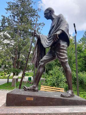 Махатма Ганди. Памятник в Киеве